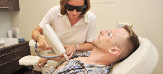 Dr. Lämmerhirt führt Tattooentfernung in Wien bei Dermacare durch